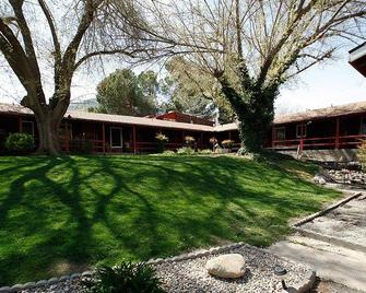 Riverview Lodge - Kernville - Outdoors view