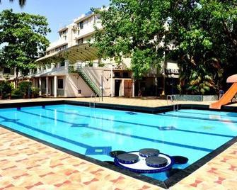 Hotel Ravi Kiran - Alibag - Piscina