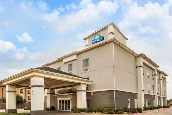 Days Inn & Suites by Wyndham Mineral Wells - Mineral Wells - Building