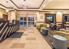 Days Inn & Suites by Wyndham Mineral Wells - Mineral Wells - Lobby