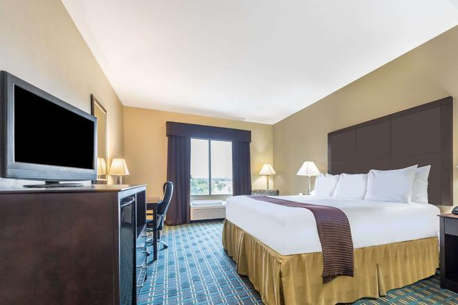 Days Inn & Suites by Wyndham Mineral Wells - Mineral Wells - Bedroom