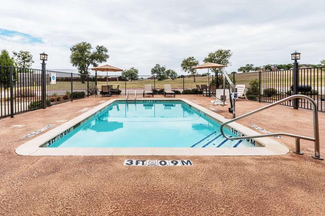 Days Inn & Suites by Wyndham Mineral Wells - Mineral Wells - Pool