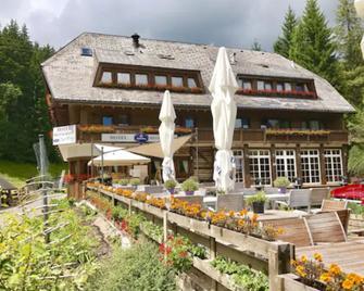 Berghotel und Restaurant Kräuter Chalet - Furtwangen - Будівля