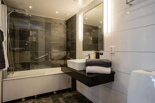 Clarion Hotel Grand Ostersund - Östersund - Bathroom