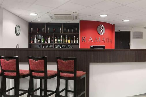 Ramada by Wyndham London Stansted Airport - Bishop's Stortford - Bar