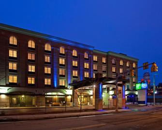 Holiday Inn Express Hotel & Suites Pittsburgh-South Side - Pittsburgh - Building