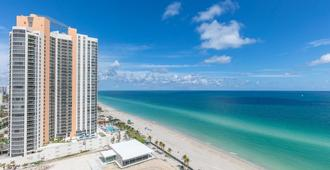 Marenas Resort Condos by Ammos VR - Sunny Isles Beach - Beach