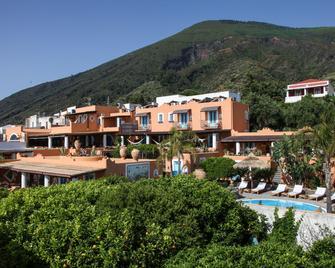 Hotel Mamma Santina - Santa Marina Salina - Gebouw