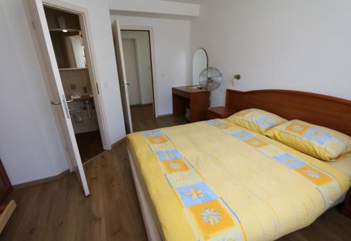 Hotel Du Quai - Villeneuve - Bedroom