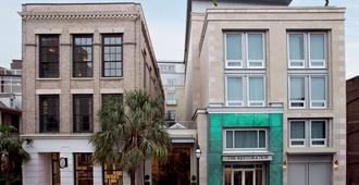 The Restoration - Charleston - Edificio