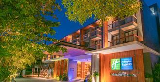Holiday Inn Express Phuket Patong Beach Central, An IHG Hotel (Sha Plus+) - Patong - Building