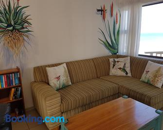 Umdloti Beach Apartment - Umdloti - Living room
