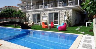 大阿拉恰特精品飯店 - 阿拉卡提 - 游泳池