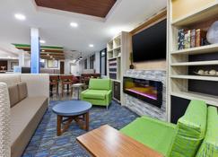 Holiday Inn Express Winnipeg Airport - Polo Park, An IHG Hotel - Winnipeg - Lobby