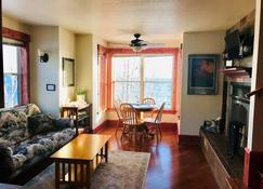 The Inn At Croftville Road Cottages #5. On The Shore Of Lake Superior - Grand Marais - Living room
