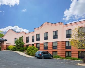 Quality Suites - Martinsburg - Building