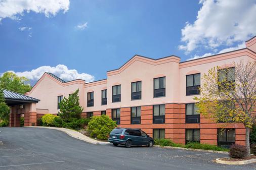Quality Suites - Martinsburg - Gebäude