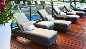 DoubleTree by Hilton Montreal - Montreal - Pool