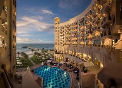 Bahi Ajman Palace Hotel - Ajman - Edifício