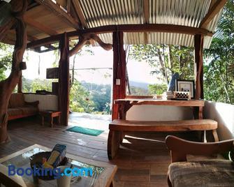 Jungle Roots Glamping - Tena - Huiskamer