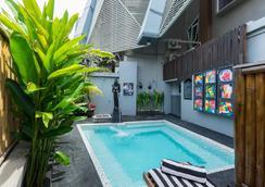 NEO 雷吉安傑蘭迪克酒店 - 雷根 - 庫塔 - 游泳池