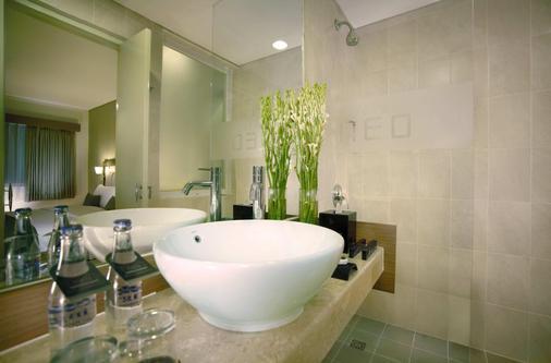 NEO 雷吉安傑蘭迪克酒店 - 雷根 - 庫塔 - 浴室