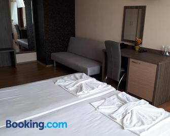 City Hotel - Burgas - Bedroom