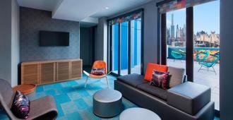 Aloft Long Island City-Manhattan View - קווינס - סלון