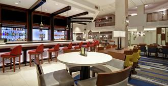 Embassy Suites Omaha - Downtown/Old Market - אומהה - בר