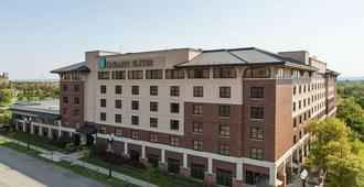 Embassy Suites Omaha - Downtown/Old Market - Omaha - Building