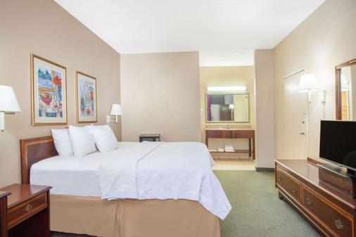 Days Inn by Wyndham Statesboro - Statesboro - Bedroom