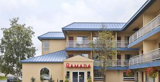 Ramada by Wyndham Anchorage - Anchorage - Building
