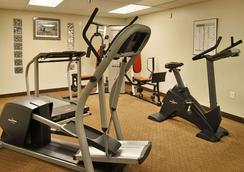 Ramada by Wyndham Anchorage - Anchorage - Gym