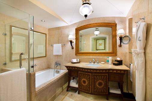 The Leela Palace Bangalore - Thành phố Bangalore - Phòng tắm