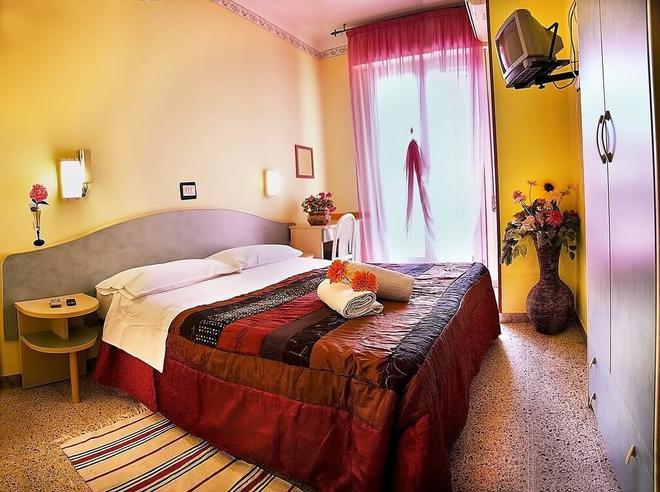 Hotel Vittorio Veneto - Rimini - Bedroom
