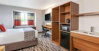 Microtel Inn & Suites by Wyndham Pittsburgh Airport - Pittsburgh - Bedroom