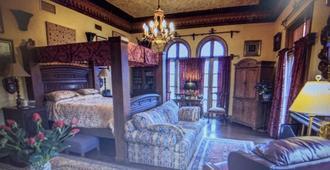 The Villa Bed & Breakfast - Daytona Beach - Living room