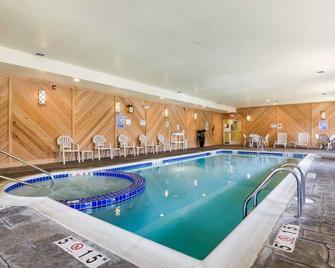 Comfort Inn & Suites Orange - Montpelier - Orange - Pool