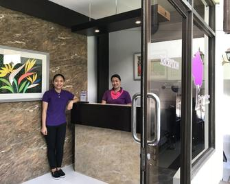 The Purple Tree Bed & Breakfast - Parañaque