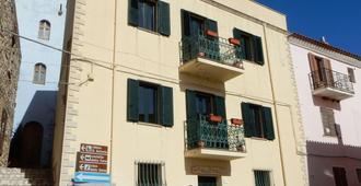 B&B Eleonora D'Arborea - Posada - Edificio