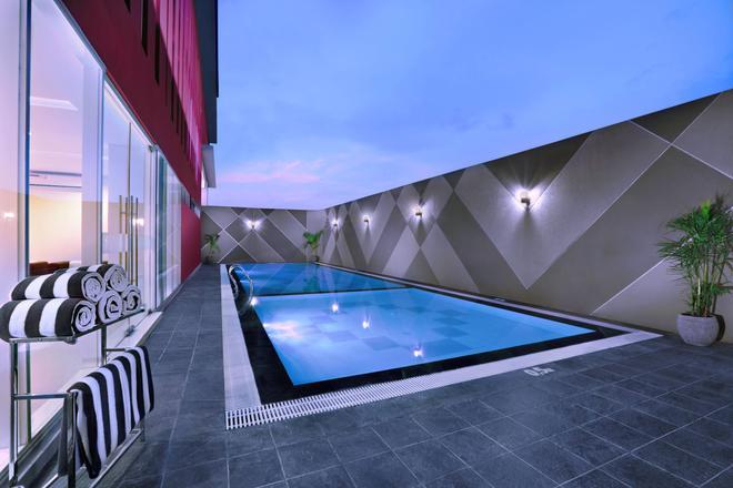 favehotel Rungkut Surabaya - Surabaya - Pool