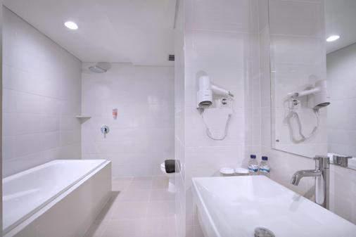 泗水容庫喜愛酒店 - 泗水 - 浴室