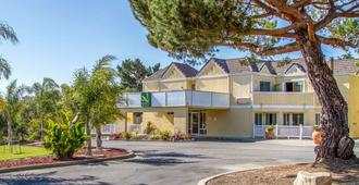Quality Inn & Suites Capitola By the Sea - Capitola - Building