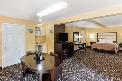 Quality Inn & Suites Capitola By the Sea - Capitola - Habitación