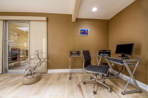 Quality Inn & Suites Capitola By the Sea - Capitola - Centro de negocios