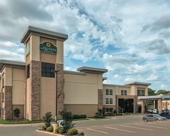 La Quinta Inn & Suites by Wyndham Tyler - University Area - Tyler - Building