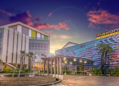 Maxonehotels.Com Resort Makassar - Makassar - Building