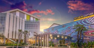 Maxonehotels.Com Resort Makassar - Makassar