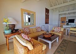 Castle Kiahuna Plantation & Beach Bungalows - Poipu - Living room