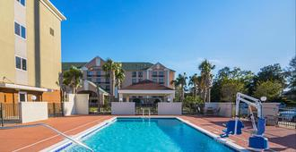 Candlewood Suites Pensacola - University Area - Pensacola - Pool